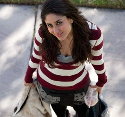 Kareena striped tshirt- Ek Main Aur Ekk Tu