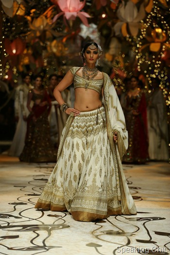 Sonam Kapoor for Rohit Bal at India Bridal Fashion Week