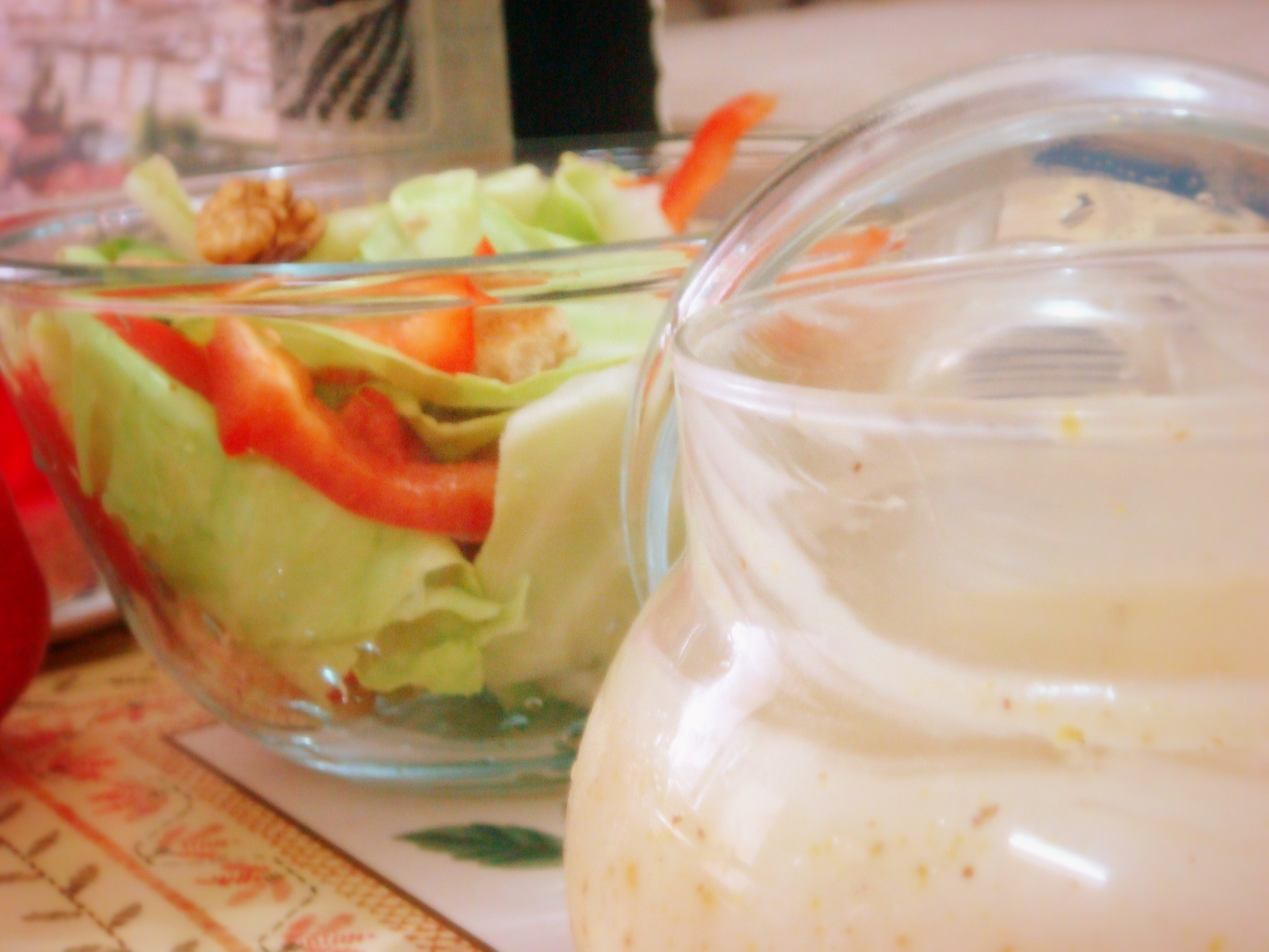 Lettuce salad with dressing