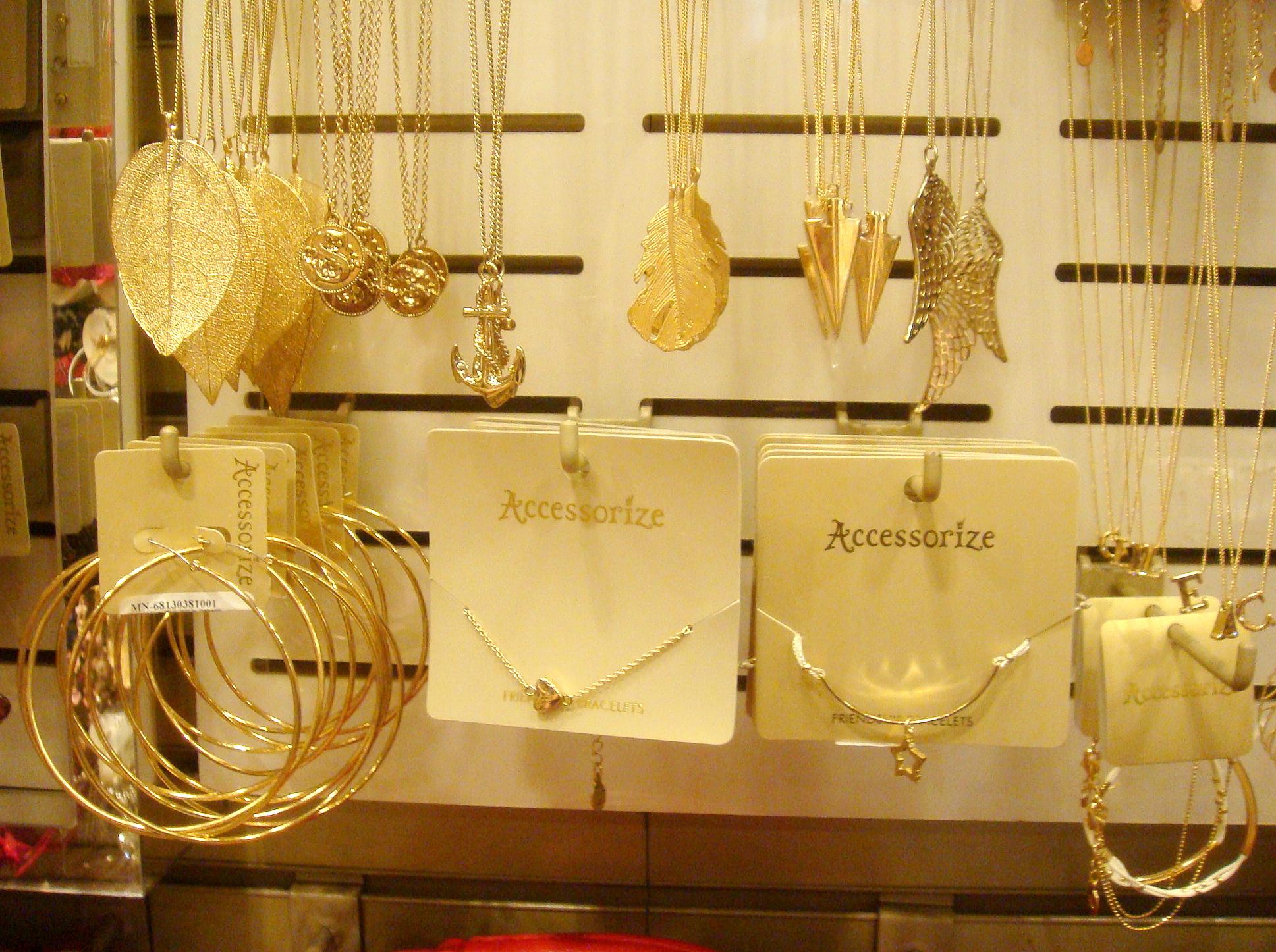 Accesorize jewellery
