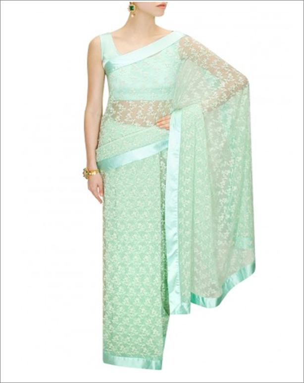 Pernia Qureshi sari