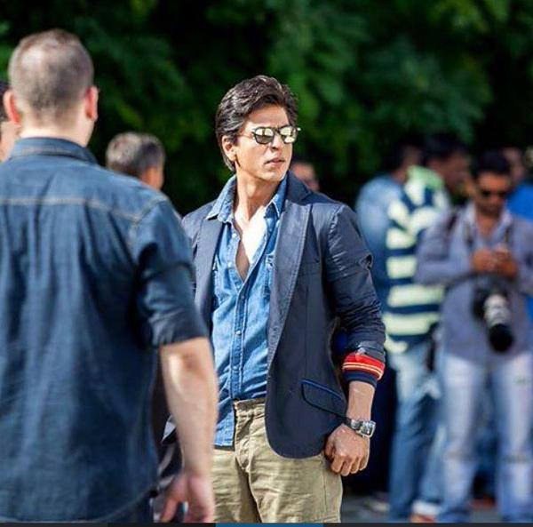 SRK in Dilwale blue jacket